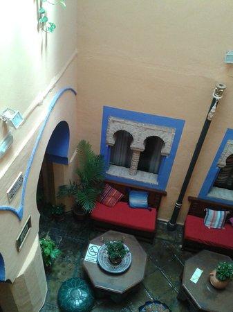 Hosteria Lineros 38 : Desde uno de los pasillos del hotel se veía este hermoso patio