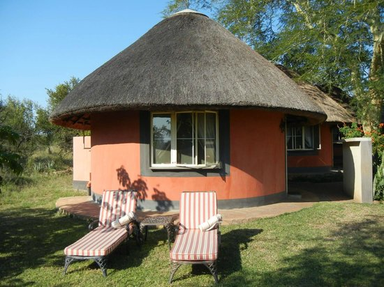 Mohlabetsi Safari Lodge: Traditional rondawel huts