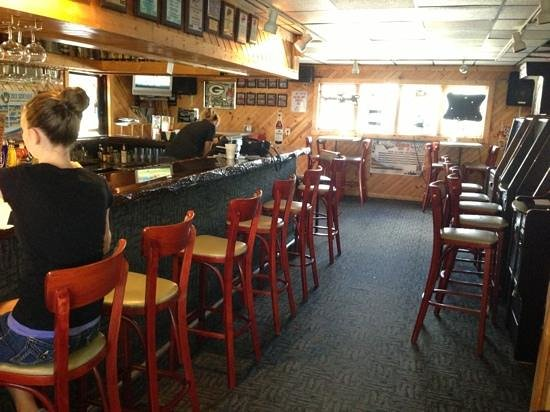 Port Vista Waterfront Bar & Grill : Employees getting ready for their evening rush!