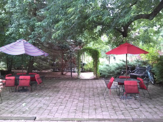 The Inn at Old Orchard Road: patio and gazebo