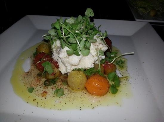 The Rustic Lounge at Cedar Glen Lodge: Cherry Tomato Salad--yummy!!!!!!!