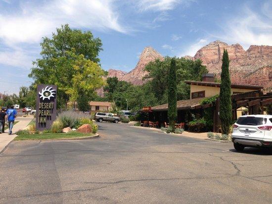 Desert Pearl Inn: outside hotel