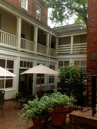 Linden Row Inn: View of the Courtyard Rooms