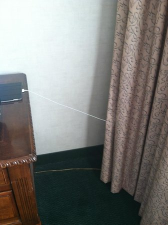 Radisson Hotel Harrisburg : Our second room, not very electronics friendly.