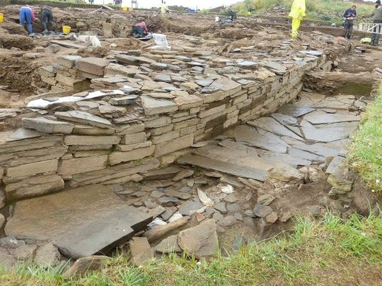 Orkney Archaeology Tours : Ness of Brodgar Excavations