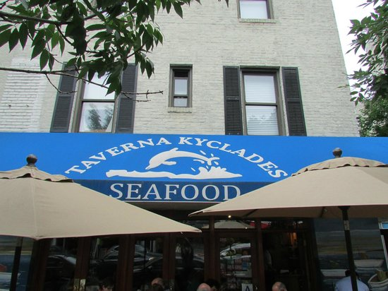 Taverna Kyclades : Entrance and outside seating