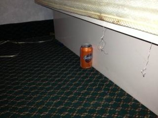 Rodeway Inn Galloway : Under our bed!  A soda can full of cigarette butts in the non smoking room!  Thank you room serv