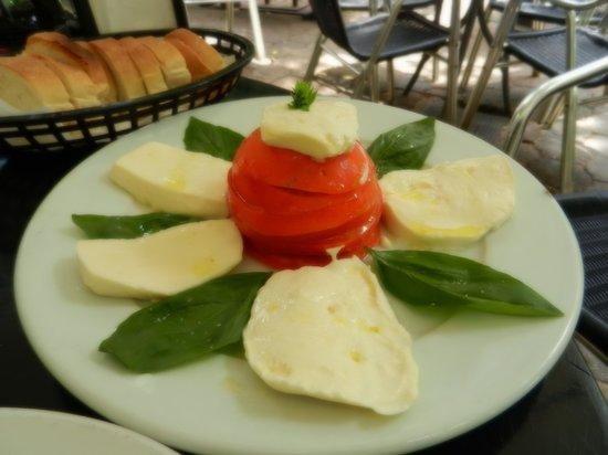 Segafredo: Caprese Salad