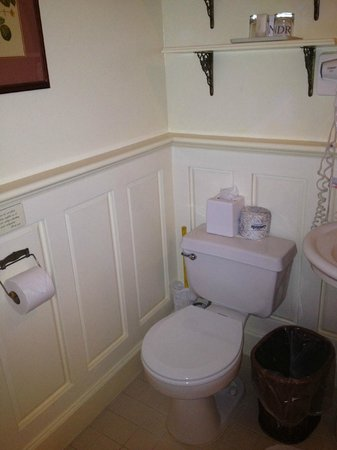 Gosby House Inn - A Four Sisters Inn: bathroom in room 7