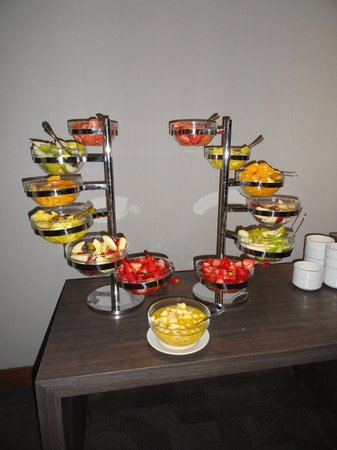 Atton Hotel El Bosque: Desayuno con frutas Atton