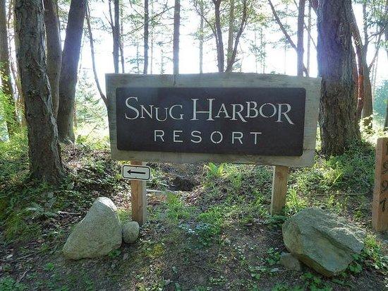 Snug Harbor Resort & Marina: Welcome Sign
