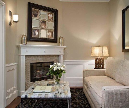 Snug Harbor Inn : Lounge