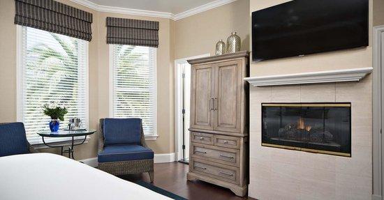 Snug Harbor Inn: San Clemente Room