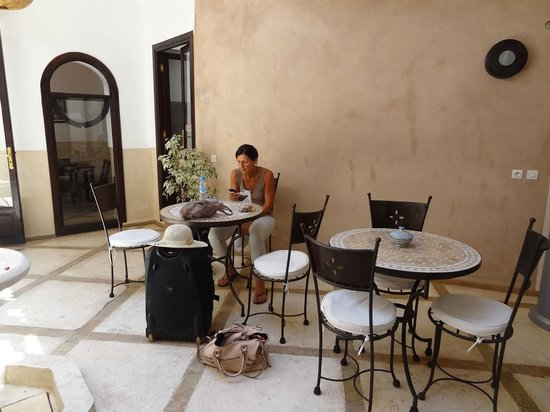Riad Ghemza: Reception area - hay WIFI ;)