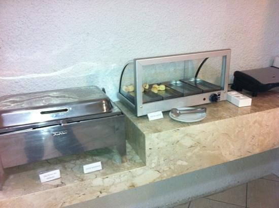Campinas Residence Apart Hotel : tem sanduicheira pra esquentar pães, fazer misto quente