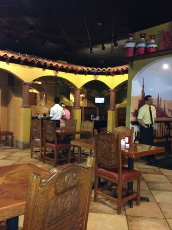Los Parrilleros Mexican Grille: Inside the restaurant