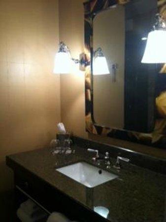 Kimpton Hotel Monaco Baltimore Inner Harbor: Bathroom Vanity