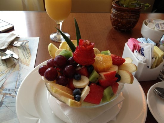 Courtyard Ocean City Oceanfront: Great Fruit Bowl in the restaurant!