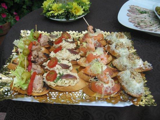 Restaurante La Estancia: DIFERENTES MENÚS CON MONTADITOS