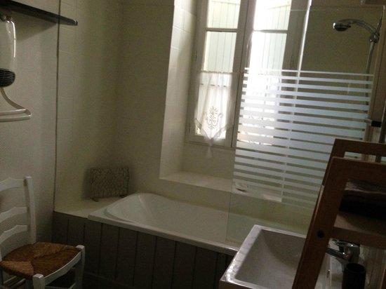 La Maison du Bourg: Bathroom