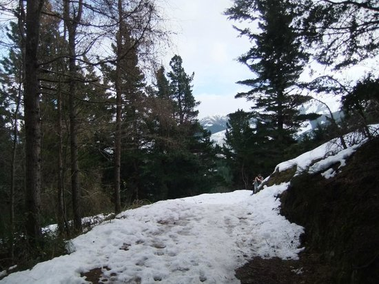 Conical Hill: Snow trail nearer the top