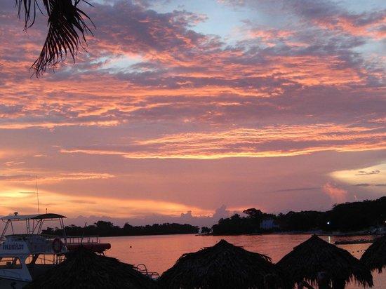 Sandals Negril Beach Resort & Spa: Beautiful sunset