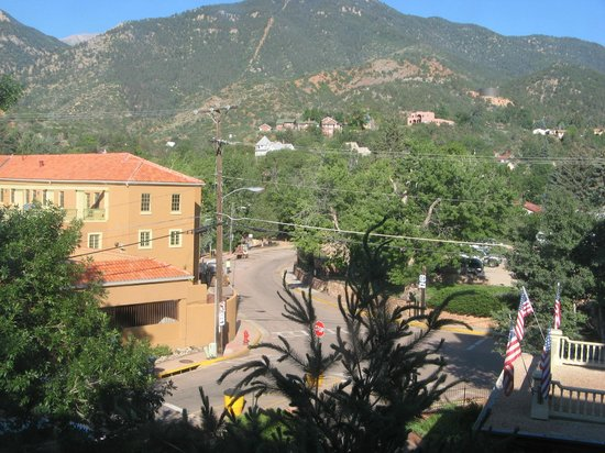 The Cliff House at Pikes Peak : Overlooking Manitou Springs