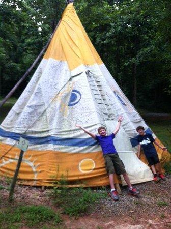 North Georgia Canopy Tours Tee Pee # 4 - Showing how big it is! & Tee Pee # 4 - Showing how big it is! - Picture of North Georgia ...