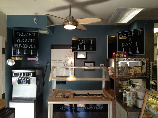 Catalina Coffee & Cookie Co. : frozen yogurt and toppings