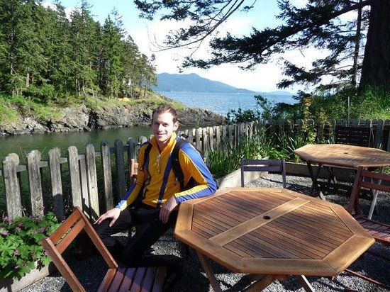 Doe Bay Resort & Retreat: Sunning on the cafe's deck after a long bike ride