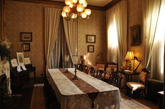 Harry Packer Mansion Inn: Harry Packer's mansion . Dining room.