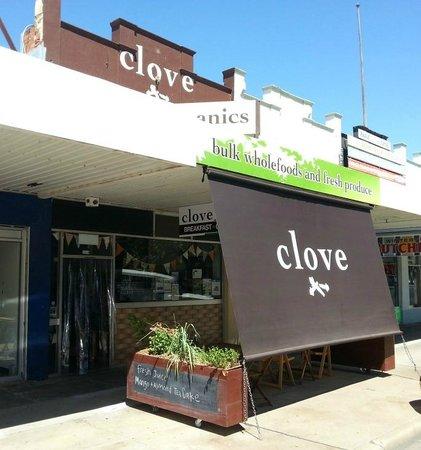 Clove Organic Cafe: Clove Organic Produce Store and Cafe