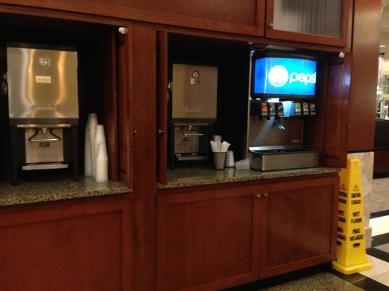 Drury Plaza Hotel Nashville Franklin: Drink area for kickback if drinking soda