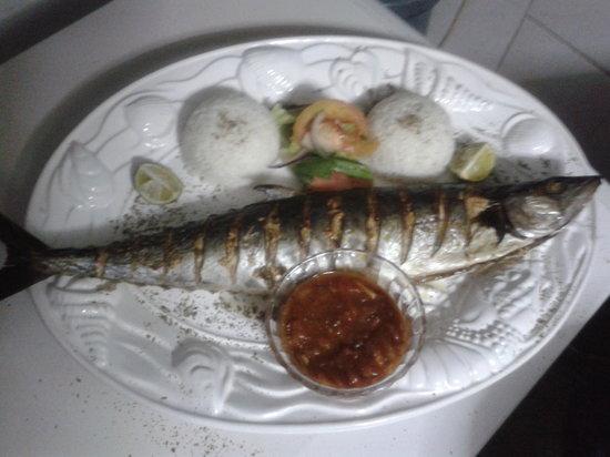 Paradise Inn: Fisch, größer als der Teller