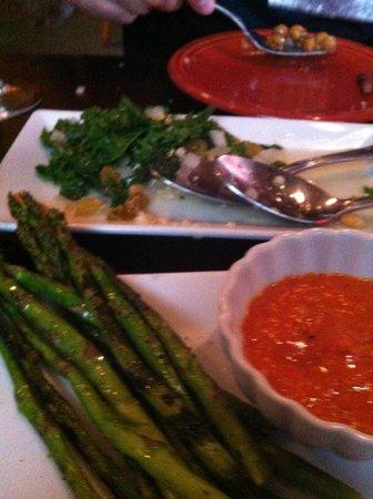 Tapas Teatro Cafe: Grilled asparagus and the killer kale salad!
