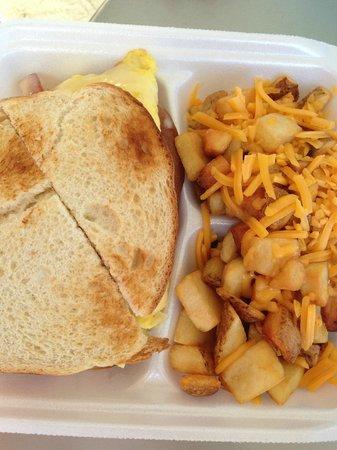 Queens' Market Place: Nice big Egg Sandwich