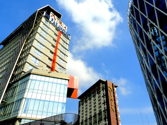 Atria Hotel Gading Serpong: Outside the Hotel