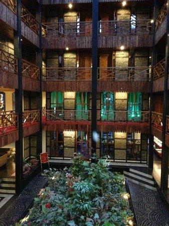 Honeymoon Inn Manali: Lobby View