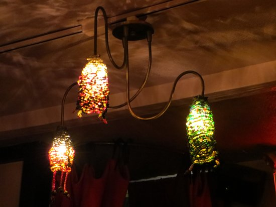 Maxie's Supper Club and Oyster Bar: Funky lighting