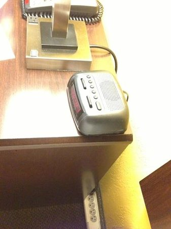 Quality Inn : a power strip may not excite YOU, but it does ME!