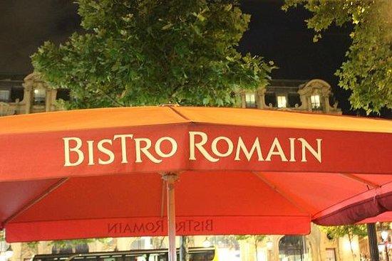 Bistro Romain Cadires: Umbrella over outdoor seating area