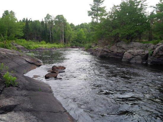 Adventure Lodge: River feeding into the lake