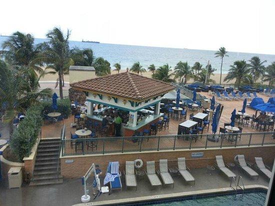 Courtyard Fort Lauderdale Beach: vista desde la habitación al frente habitación 310