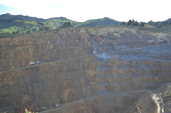 Waihi Martha Mine Pit Rim Walkway: Mine from the Rim