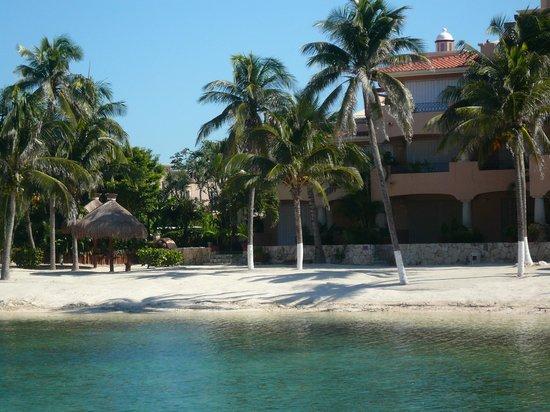 Catalonia Yucatan Beach: The restaurant from the beach