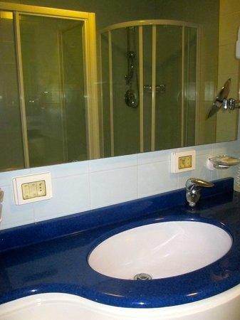 Hotel Club Dante : Il bagno della junior suite
