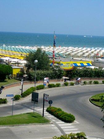Hotel Club Dante : Il percorso dall'hotel alla spiaggia