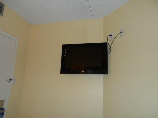 Hotel Travelodge Montreal Centre : TV.