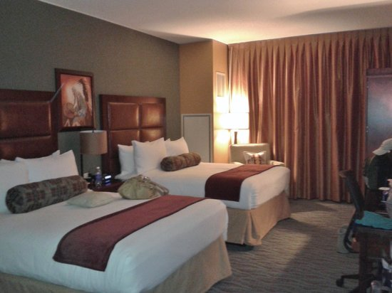 Shoshone Bannock Hotel & Event Center: Our double queen room