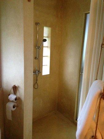 Aana Resort & Spa : shower